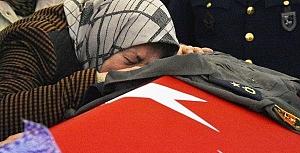 Melike Kuvvet giyemediği binbaşı tulumu ile uğurlandı