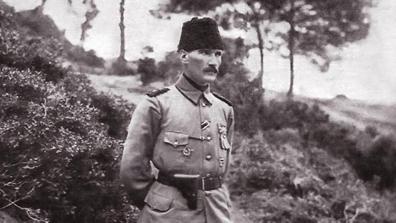 Ahmet Takan skandalı bu sözlerle eleştirdi: Senin gibilerin ağababalarının gücü yetmedi, senin hiç yetmez!