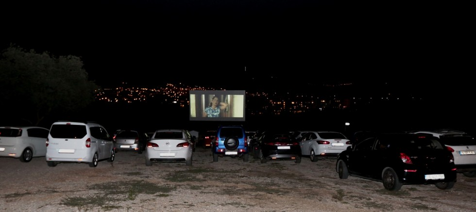Arabalı sinemayı sevdik