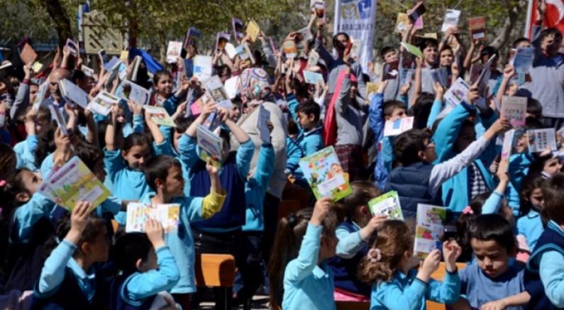 Bursa'da 1001 öğrenci aynı anda kitap okudu