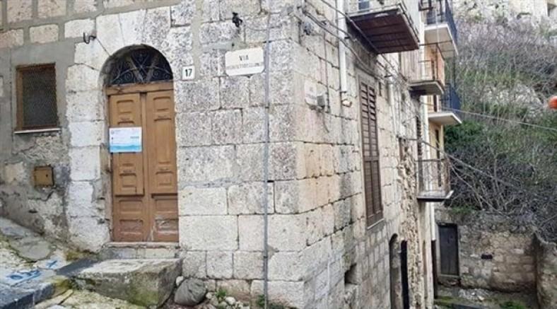 İtalya'nın Mussomeli kentinde yazlık evler 1 Euro'dan satışa çıkarıldı
